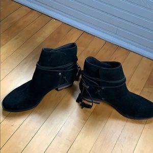 Women's Sorel short suede lug sole boots